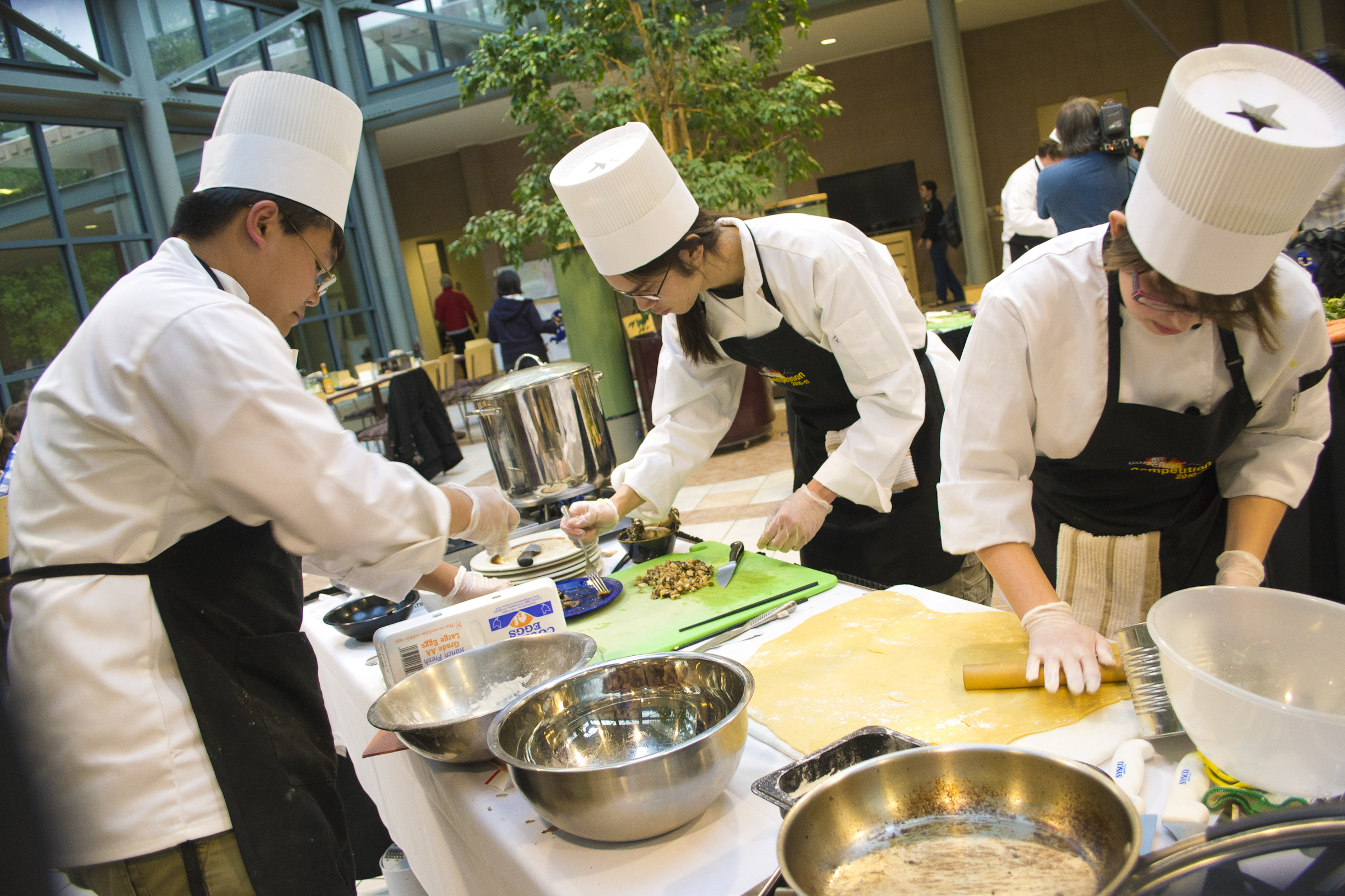 How to spice up campus with special dining events
