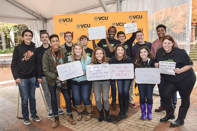 Higher ed fundraising trends Virginia Commonwealth University students thank donors in an effort to show how gifts make an impact.