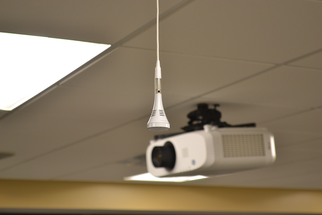 Ceiling microphones ensure higher sound quality in distance learning at Kansas State University's Olathe campus.