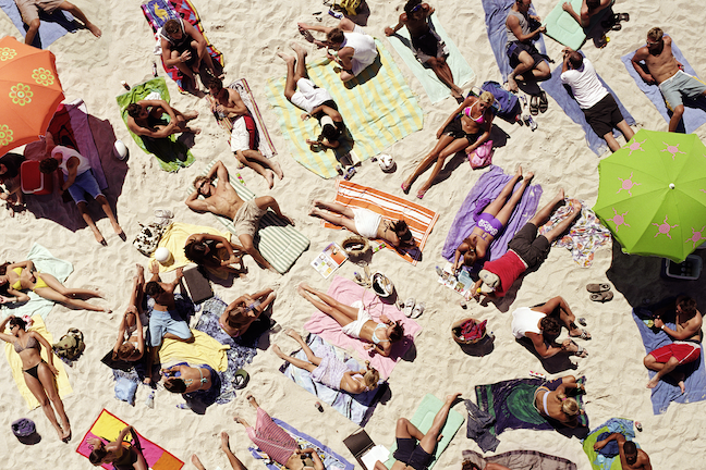 With research showing how college students on spring break spread coronavirus after returning to campus, a new study urges college leaders to limit long-distance travel, among other precautions. (GettyImages/Robert Daly)