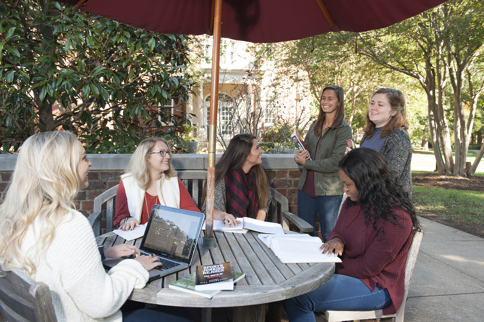 Meredith College Students on Campus0 (1)